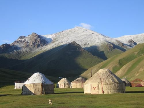 yurt camp at Tash Rabat